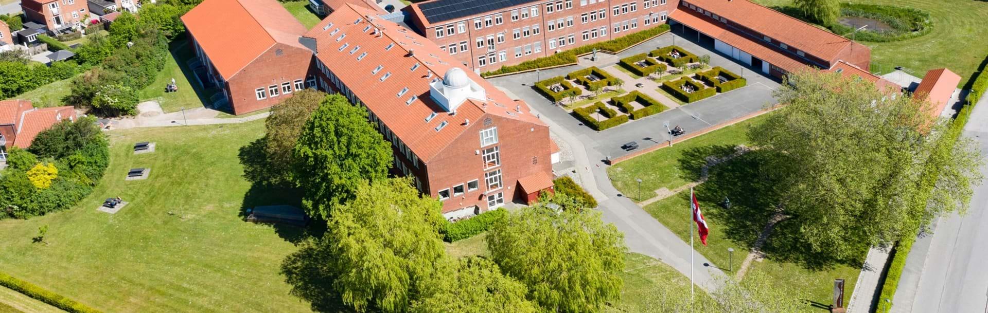Nykøbing Katedralskole taget oppefra via drone