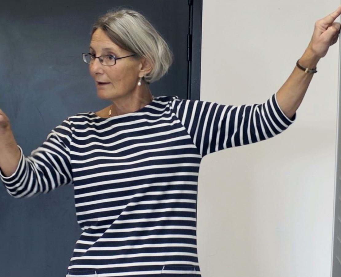 Jutta som er lærer på Nykøbing Katedralskole er i gang med undervisningen